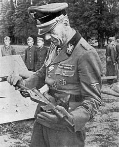 Nazi dan Senjata